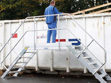 Stationäre Aluminium-Treppe in der Abfallentsorgung