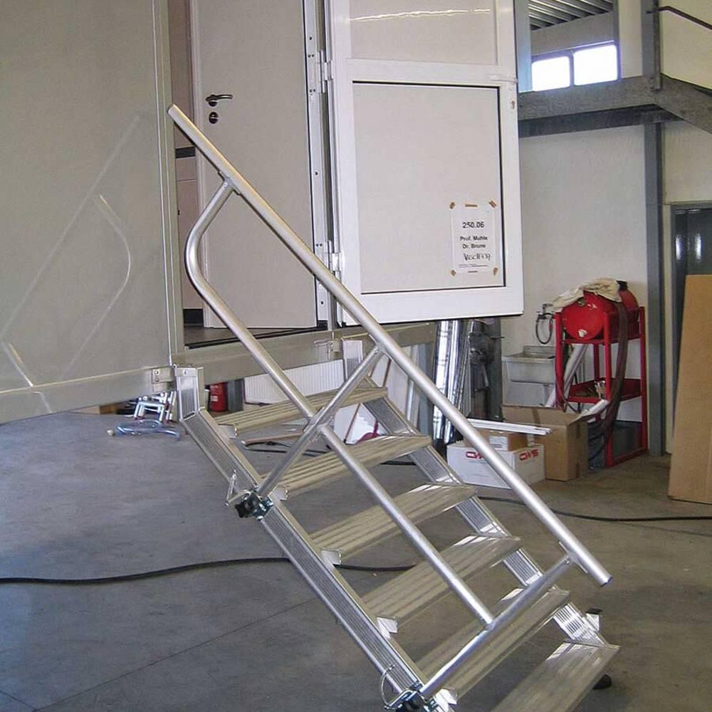 Einhängetreppe mit entnehmbarem Geländer zur leichten Montage