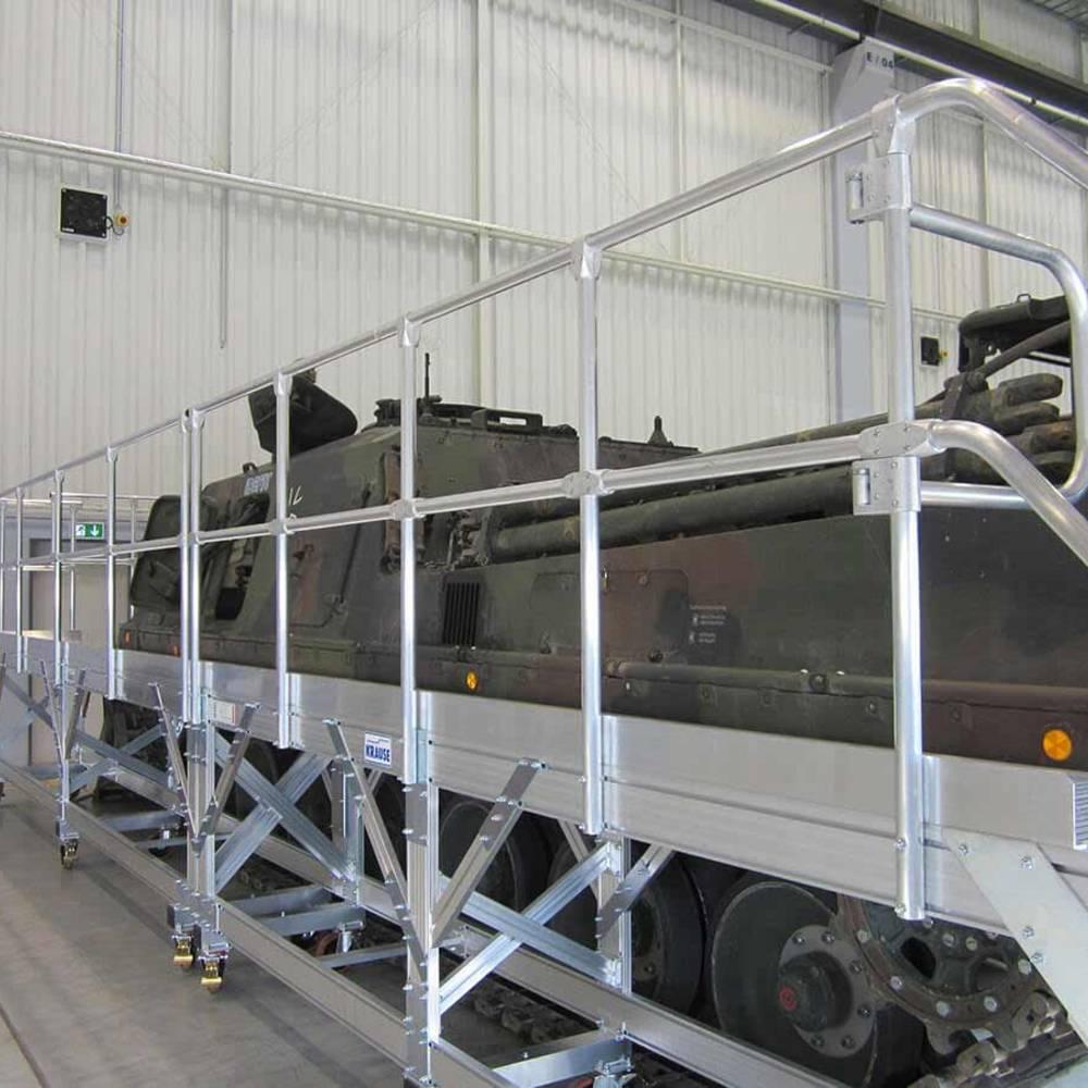 KRAUSE Plattformtreppe zur Panzerwartung