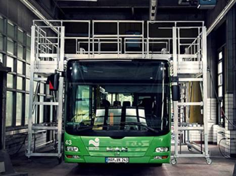 Fahrbare Arbeitsbühne aus Aluminium zur Wartung von Bussen