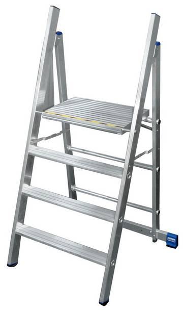 Der Aluminium-Profitritt besitzt eine große Plattform, ist leicht verfahrbar, klappbar und erlaubt dank eines nahezu senkrechten Stützteils nahes Arbeiten am Objekt.