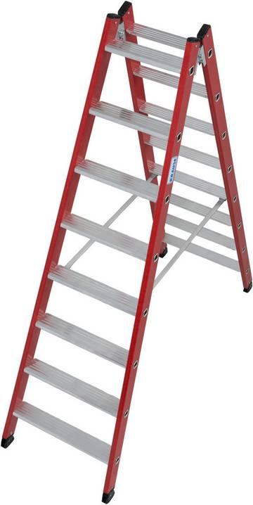 Beidseitig begehbare Stufen-Doppelleiter mit Holmen aus glasfaserverstärktem Kunststoff (GFK).