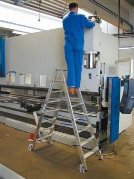 Anwendungsbeispiel Stufen-Doppelleiter, fahrbar