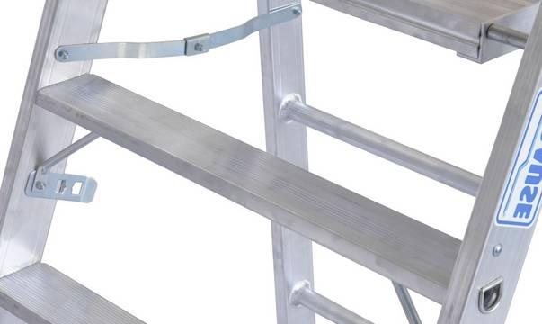 Profitritt - Doppelfunktion: Tritt mit integrierter Einhängemöglichkeit für Belagbühnen (1,5 - 2,0 m lang) zur Erstellung einer großen Arbeitsfläche
