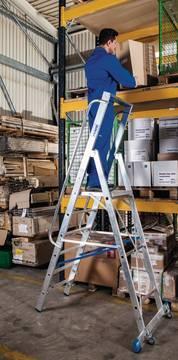 Anwendungsbeispiel Stufen-Stehleiter mit großer Standplattform