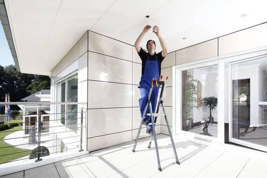 Anwendungsbeispiel Stufen-Stehleiter SePro S eloxiert