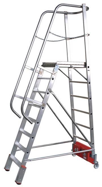 Einseitig begehbare Aluminium-Podestleiter mit geringer Grundfläche, Auswahlmöglichkeit zwischen Traverse und Ballastierung für die Anwendung in schmalen Regalgängen.