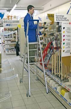 Anwendungsbeispiel Stufen-Stehleiter, fahrbar