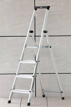 Anwendungsbeispiel Stufen-Stehleiter Solidy
