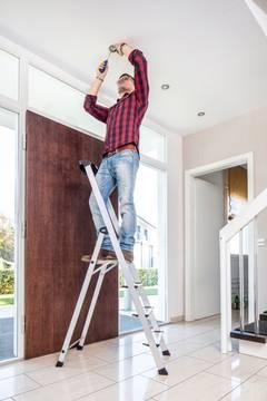 Anwendungsbeispiel Stufen-Stehleiter Safety