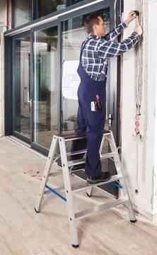 Anwendungsbeispiel Stufen-Doppelleiter mit Holzauflage