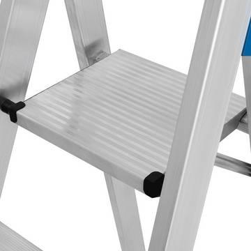 Stufen-Stehleiter, fahrbar mit Traverse-  Alu-Sicherheitsplattform aus Pressprofil mit rutschhemmender Profilierung und beidseitigem Plattformheber