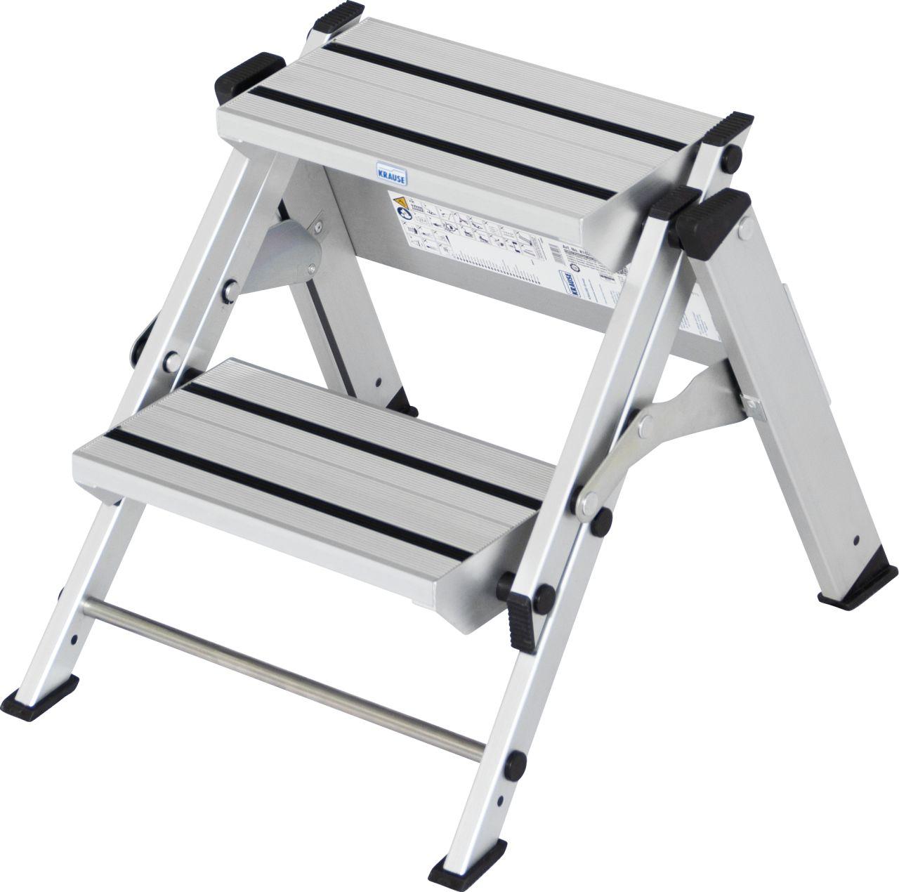 Klapptreppe. Robuste zusammenklappbare Aluminium-Treppe mit großen Stufen für sicheren Auf- und Abstieg sowie bequemem Stand für die unterschiedlichsten Tätigkeiten.