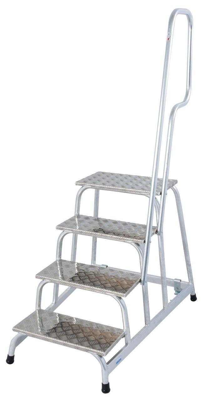 Mobiler Montagetritt. Der verfahrbare und leichte Aluminium-Montagetritt für anspruchsvolle industrielle Anwendungen mit rutschhemmenden Stufen und Aufstiegsbügel