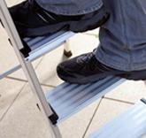 KRAUSE Multigrip System – 100 mm tiefe Stufen sorgen dabei für sicheren Stand!