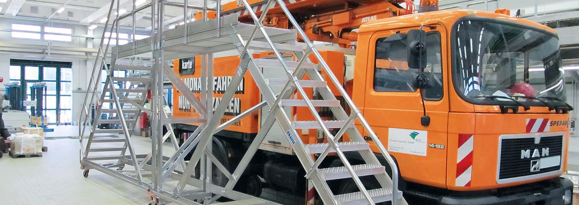 Fahrbare Podest-Treppen aus Aluminium als Zugangslösungen