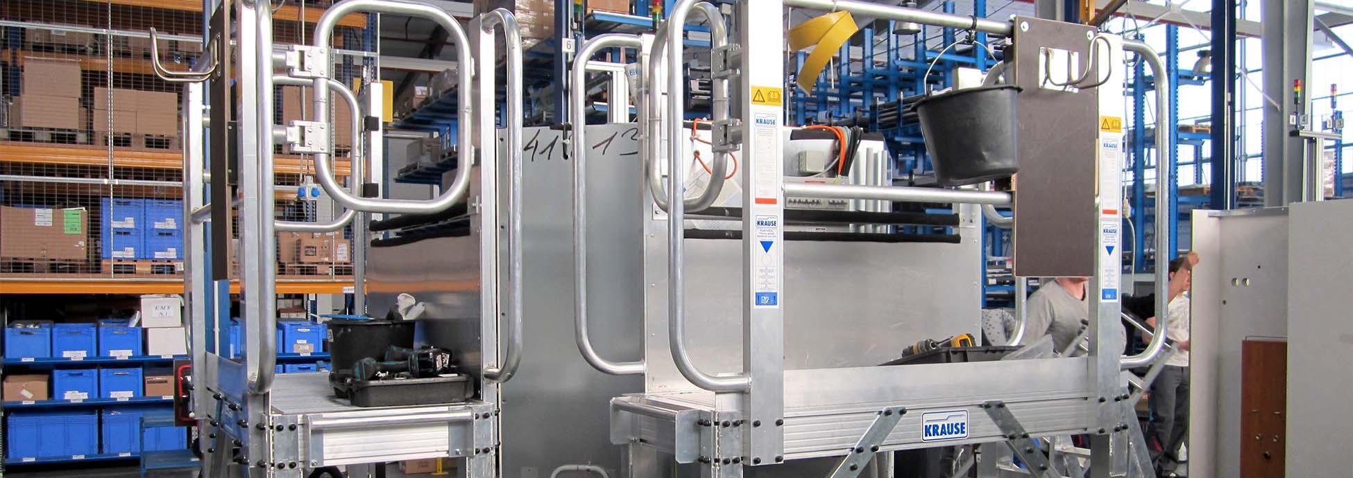 Höhenverstellbare mitfahrende Arbeitsplattform aus Aluminium